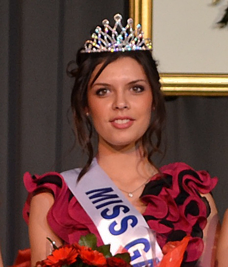 Photo of CHARLOTTE MUSSARD : DE L'ÉPOQUE DES JOGGING À LA COURONNE DE MISS GARD 2012