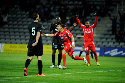 Photo of FOOTBALL, NATIONAL : NÎMES CROQUE QUEVILLY !