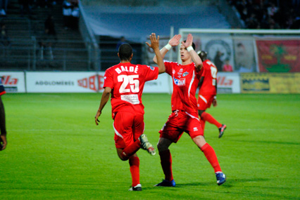 Photo of FOOT, NATIONAL : NÎMES GAGNE ET REMONTE SUR LE PODIUM !
