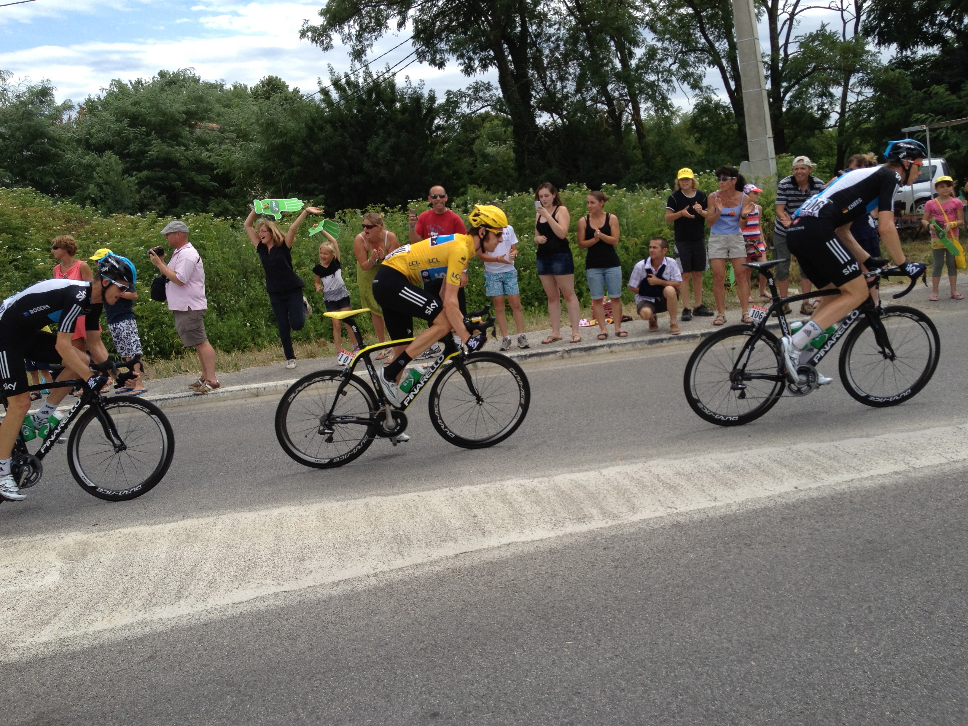 Photo of AVANT-PREMIERE : Le Tour de France et son maillot jaune sont passés par Brignon !