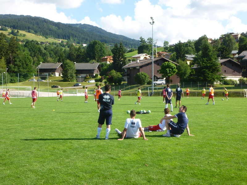 Photo of FOOTBALL : Le Nîmes Olympique poursuit son stage à Megève dans une ambiance studieuse…