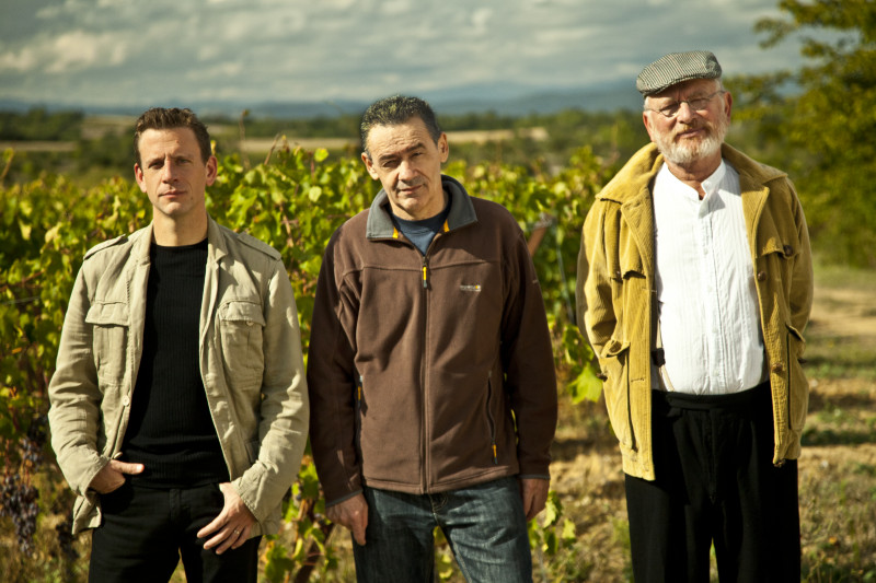 Les comédiens William Bouchard, Christian Grenier et Jean-Claude Villette au vignoble Floutier à Mauressargues. Photo DR/