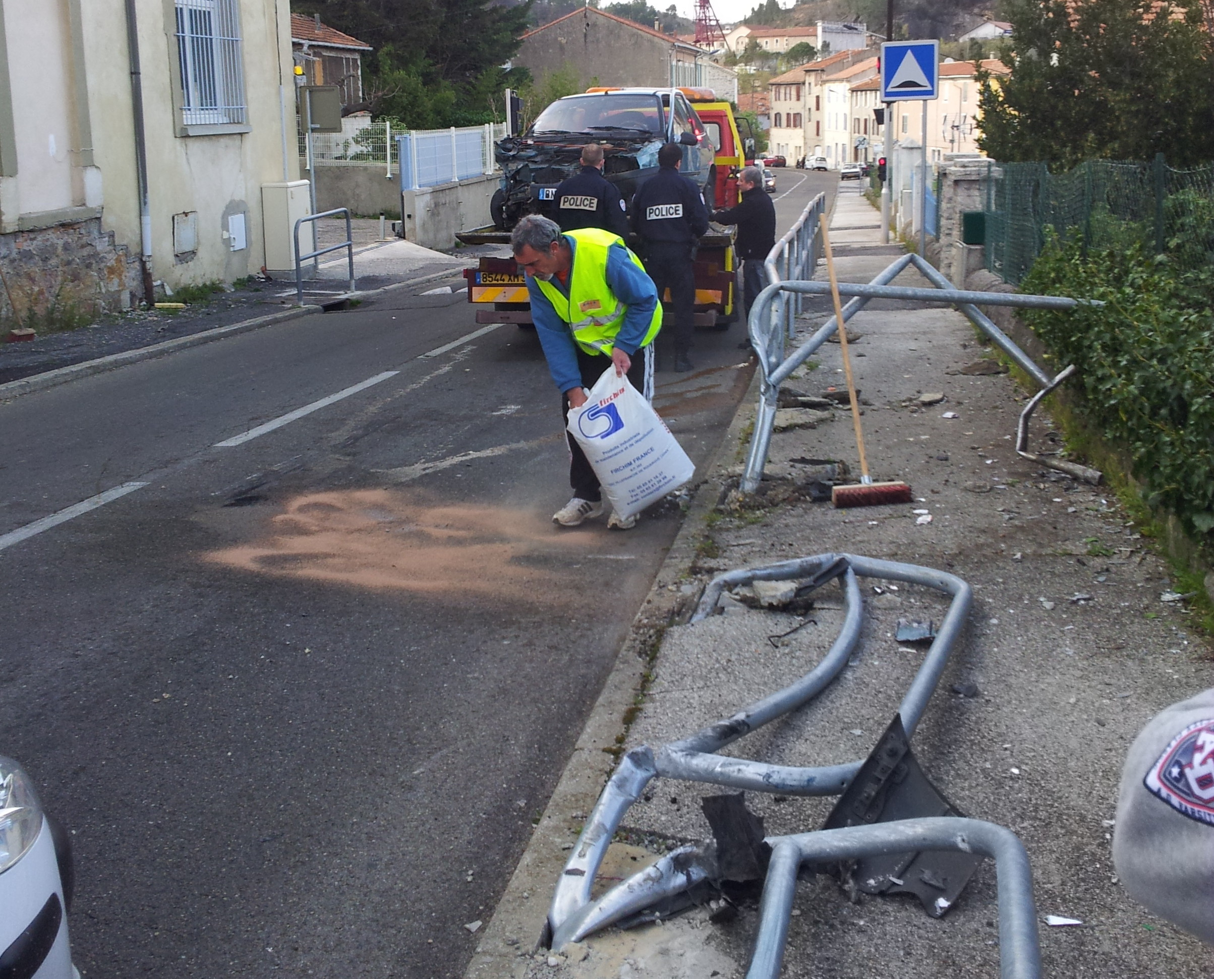 Photo of ALÈS. Un nouvel accident devant l'école de la route de la Royale