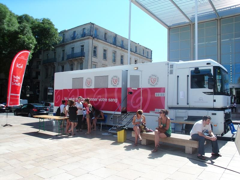 Un camion de collecte de l'EFS, à Nîmes en 2012 (Photo : EFS)