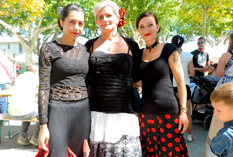 Asmahane, Cathy et Alca de l'association de danseuses flamenco Alama Sevillana. Photo : Coralie Mollaret / Objectif Gard.