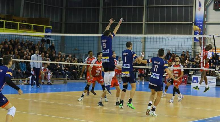 Photo of VOLLEY-BALL A la porte des play-off, Alès signe une nouvelle défaite
