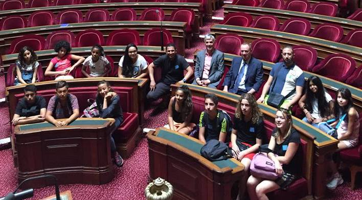 Photo of ALÈS Treize jeunes de l'association Raïa en visite au Sénat