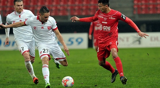Photo of NÎMES OLYMPIQUE / VALENCIENNES FC 2 – 2 Premier match pour Blaquart