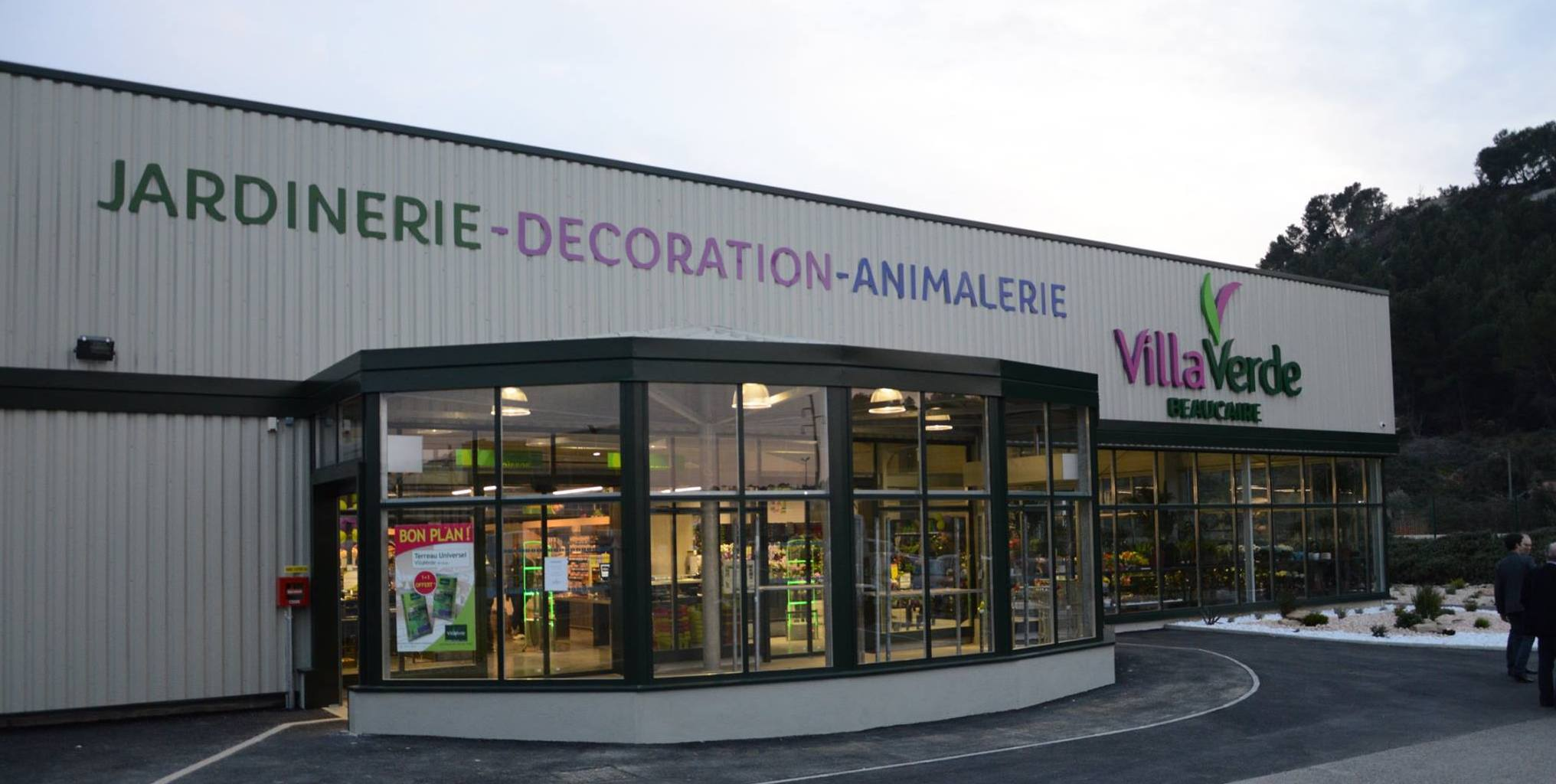 beaucaire le magasin villa verde inaugur objectif gard. Black Bedroom Furniture Sets. Home Design Ideas