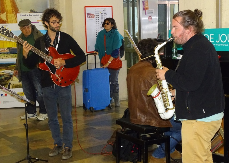 Les musiciens du collectif Koa. Photo Tony Duret / Objectif Gard