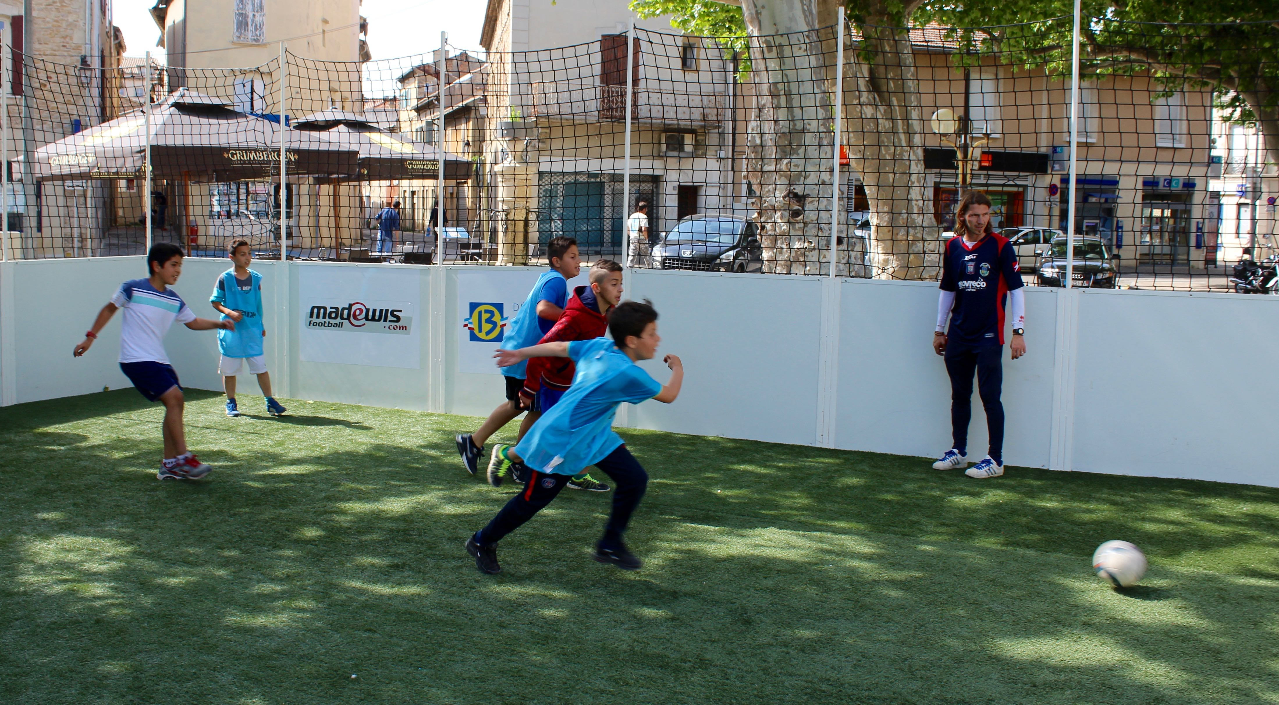 Photo of BAGNOLS Le tournoi inter-quartiers de street-foot se pose en centre-ville