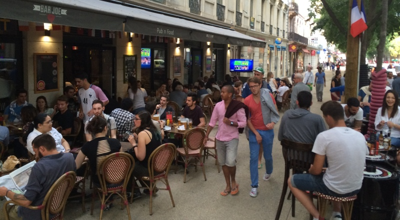 Au Bar Joe, 30 minutes avant le début de la rencontre France-Roumanie (Photo Anthony Maurin).