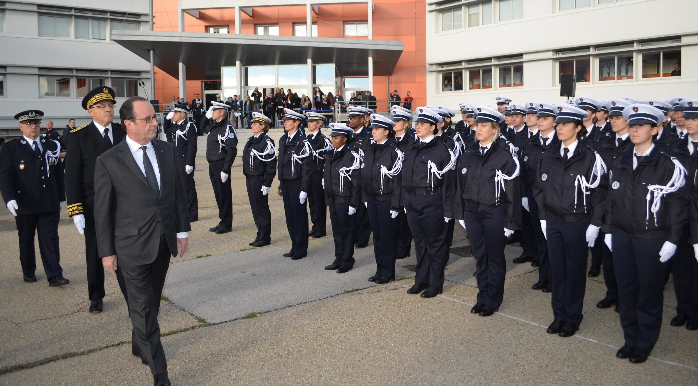 Photo of NÎMES François Hollande au chevet des policiers nîmois