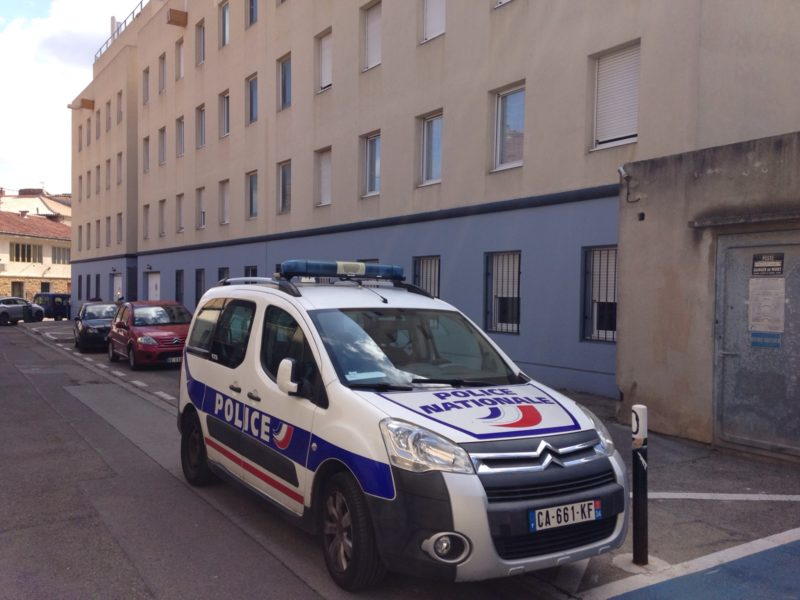 policenationale-voiture-nimes