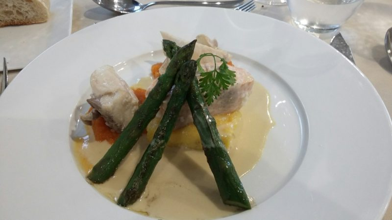 Le plat : duo de filets de poissons braisés, flan de légumes, gnocchis sauce vin blanc. Photo Tony Duret / Objectif Gard
