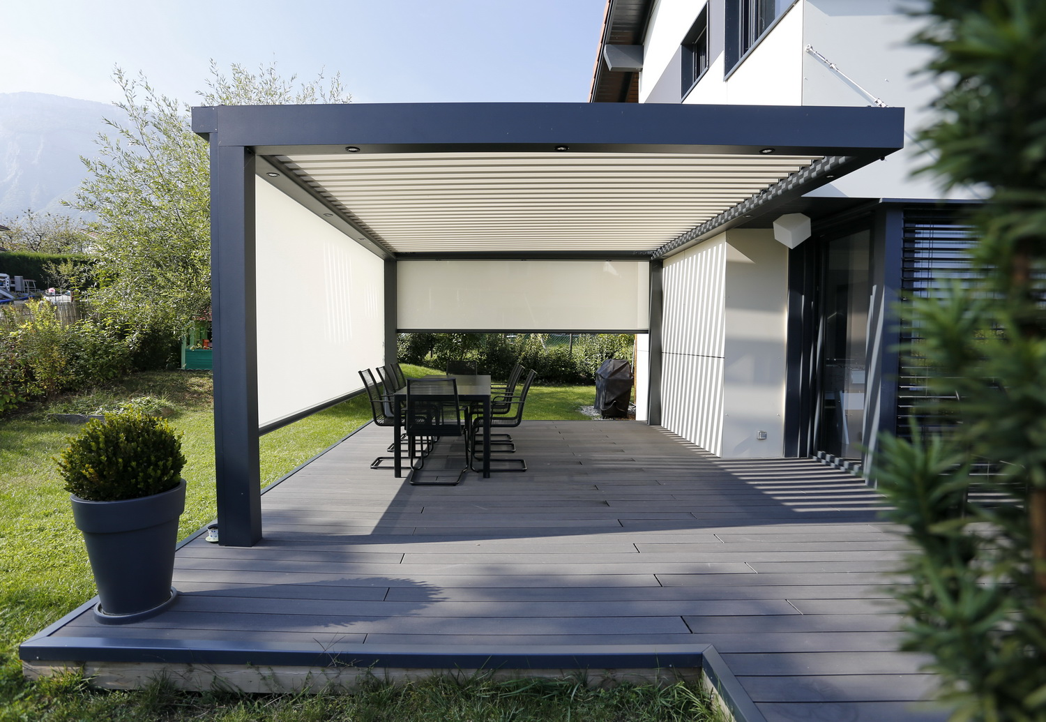 n mes habitat avec cette chaleur une pergola. Black Bedroom Furniture Sets. Home Design Ideas