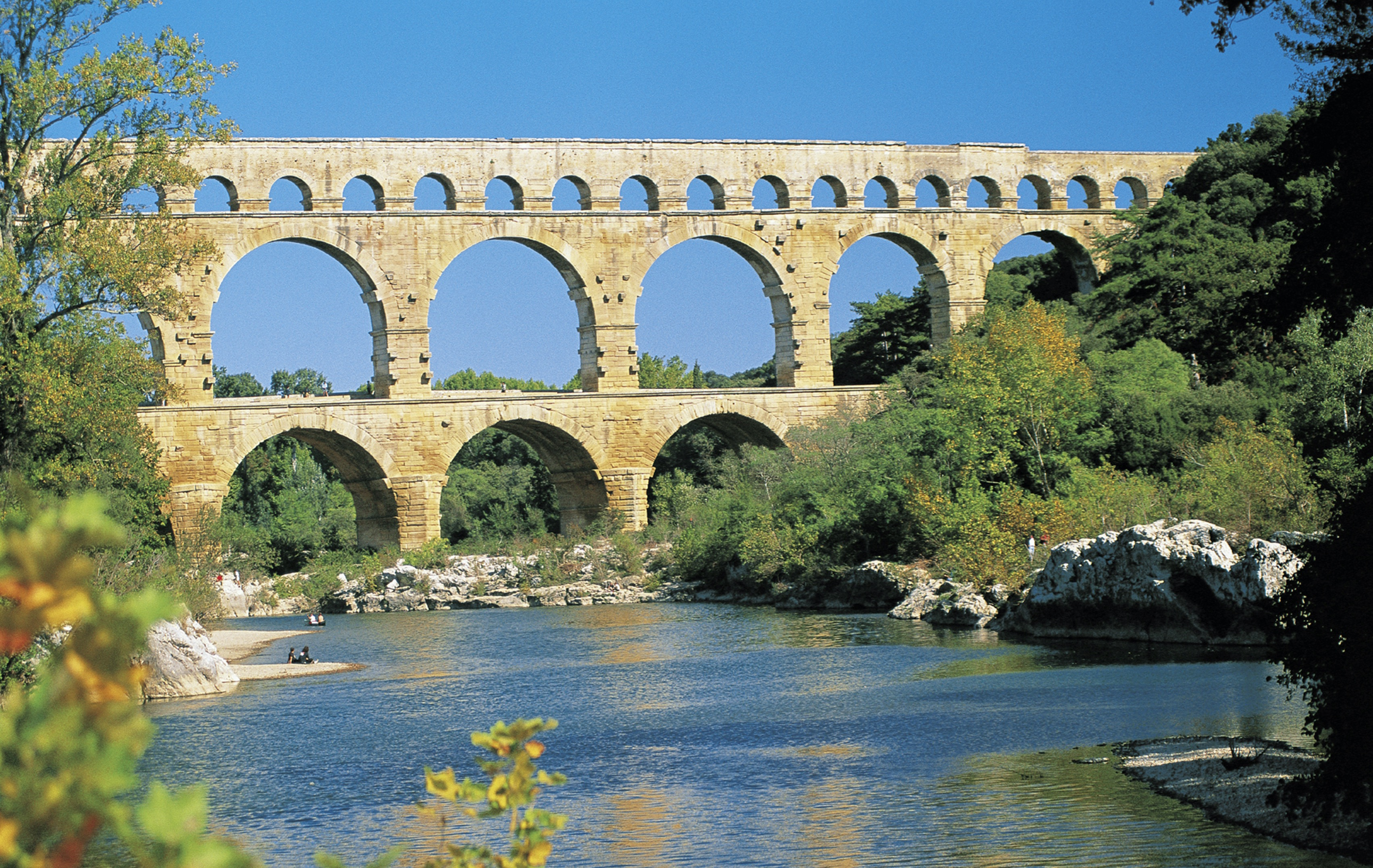 Photo of PONT DU GARD L'aqueduc peut-il supporter le Tour de France ?