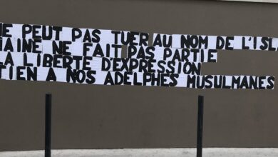 Photo of LA PAUSE Une réaction à l'attentat de Conflans-Saint-Honorine collée sur un mur nîmois