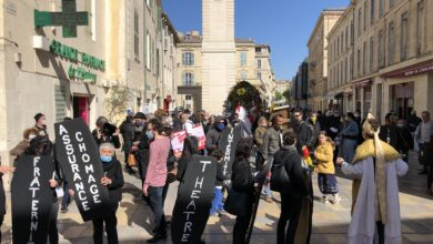 Photo of NÎMES Le monde de la culture symboliquement enterré par les occupants de Paloma